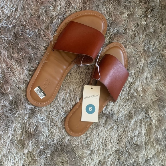 Universal Thread Shoes - Womens light weight sandal   Brown  size 6